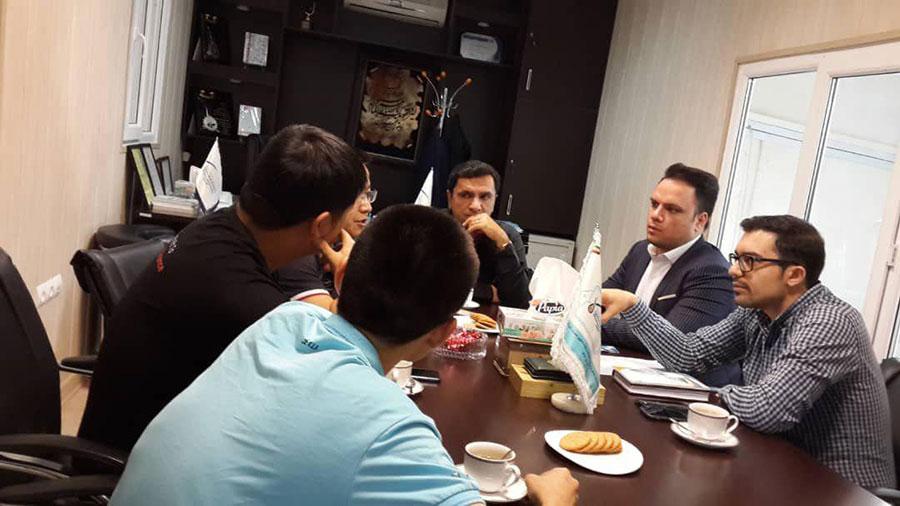 جلسه با اعضای شرکت هایما